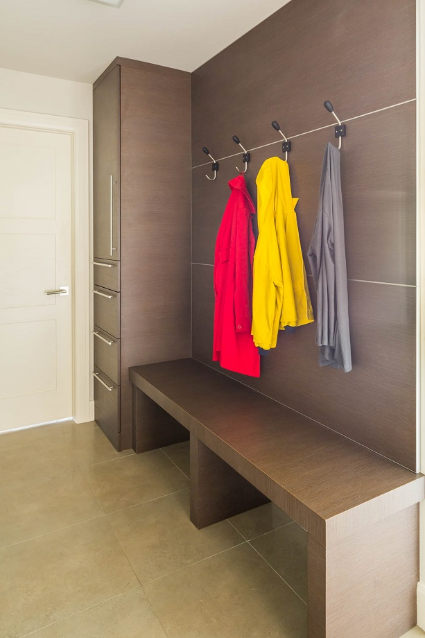 Lyle-Contemporary-Mudroom