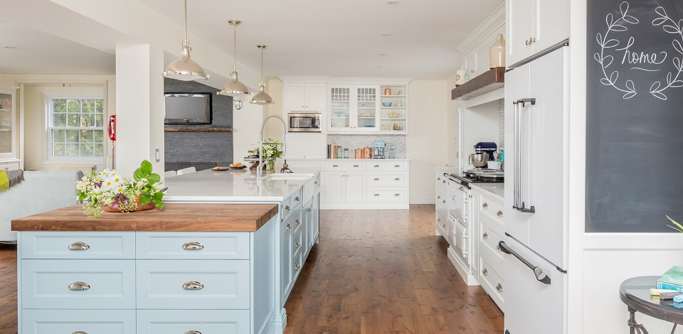 Contemporary Country English Kitchen